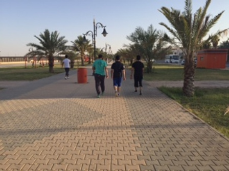 شباب عرعر المشي قبل الإفطار رياضة مفضلة إخبارية عرعر